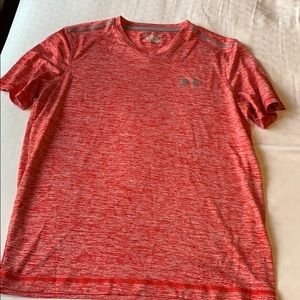Under armour heat gear loose fit athletic shirt